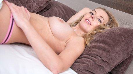 Hot Steamy Milf Munching On A Big Hard Cock
