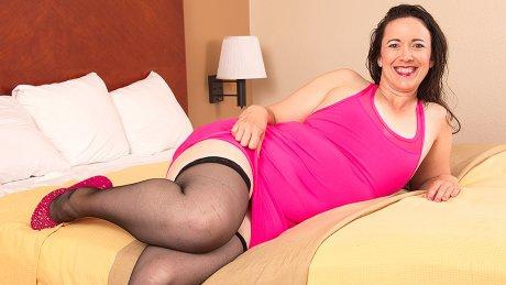 This Naughty Mature Lady Sure Loves To Masturbate