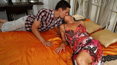 Horny Mature Lady Fucking With Her Toy Boy