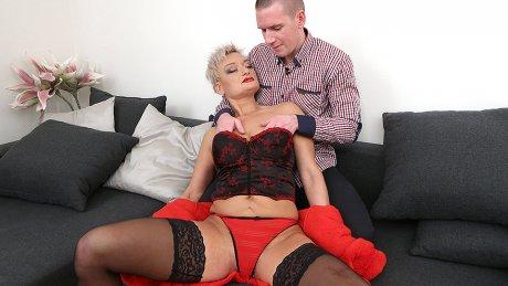 Naughty Mature Slut Fucking And Fisted