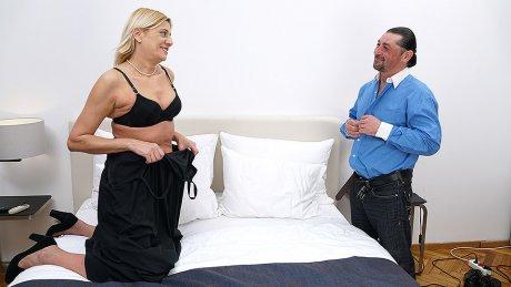 Naughty Mature slut Getting Fucked
