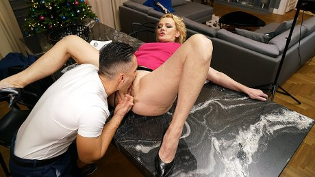 Rina Gets An Anal Fuck And Squirts Like A Waterfall