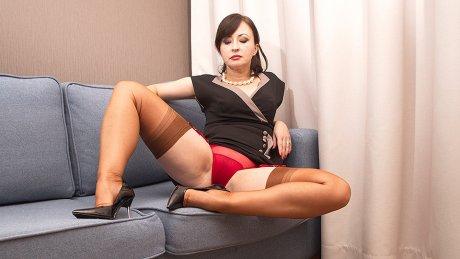 Naughty Wanilianna Getting Her Nylon Panties Ready For You
