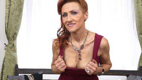 This Naughty Mature Slut Can Squirt Like A Firehose