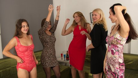 Five Horny Women Have A Sexparty And We'Re All Invited To Watch.