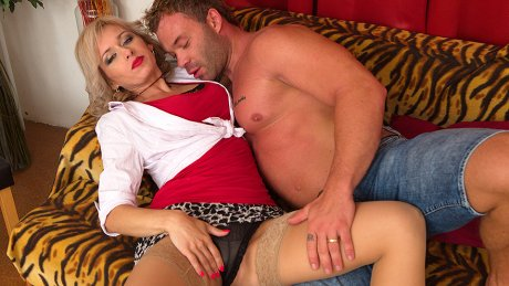 Steamy Hot Mom Fucking Her Lover