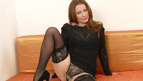 This Hot Housewife Loves To Play Alone