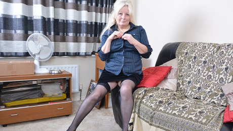 Chubby Mature Lady Playing With Her Pussy