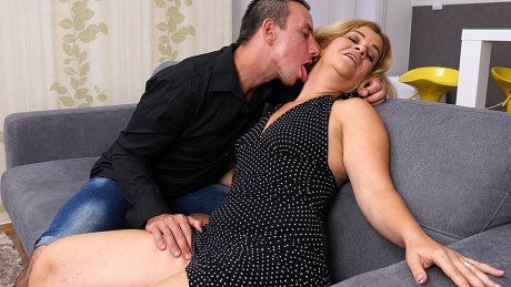 Horny Housewife Sucking A Hard Cock