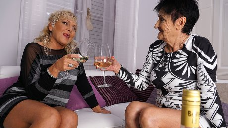 Two Naughty Mature Sluts Go Lesbian
