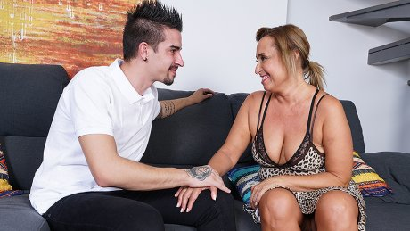Naughty Curvy Housewife Sucking And Fucking Her Toy Boy