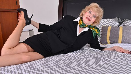 Horny American Mature Lady Playing With Her Toys