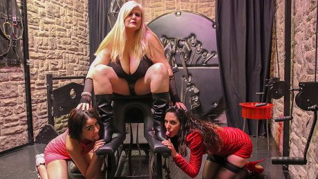 Busty mature lady and two young girls in kinky threesome