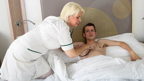 Horny mature nurse gives her young male patient a very special treatment