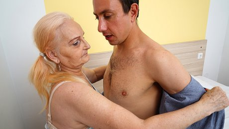 Young guy fucking a granny in bed