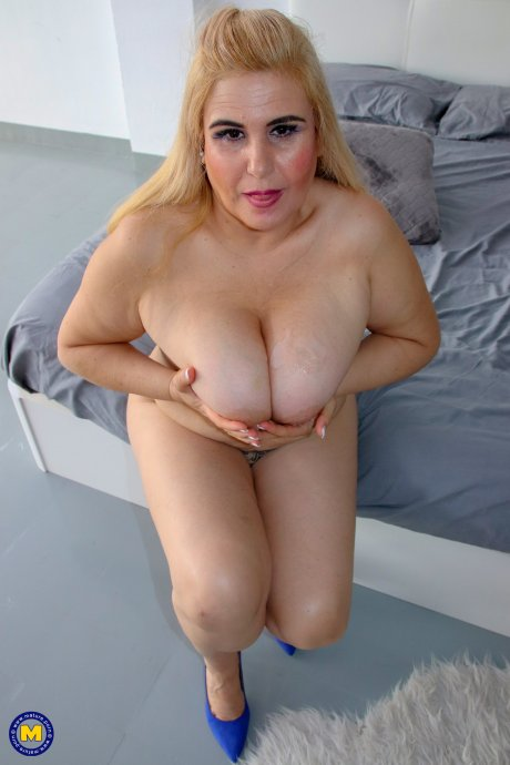 Spanish big breasted cougar having fun with her toy boy
