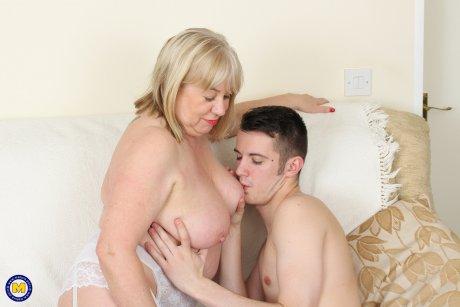 British mature BBW playing with her toyboy