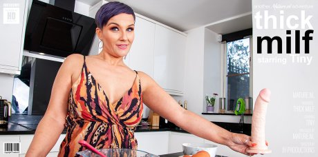 Thick MILF Tiny gets wet in her kitchen