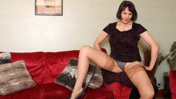 Big Breasted British Temptress Playing With Her Pussy - presnted by Mature.nl