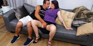 Big Breasted Hot Lady Fucking And Sucking - presnted by Mature.nl