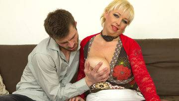 Big Breasted Mature Lady Fucking And Sucking Her Ass Off - presnted by Mature.nl