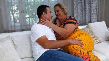 Big Curvy Mature Lady Doing Her Lover - presnted by Mature.nl