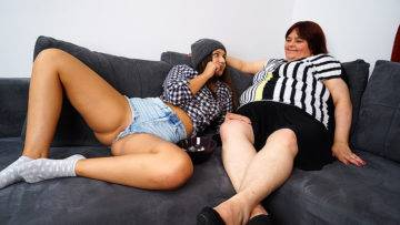 Big Mature Bbw Lesbian Having Fun With A Hot Teeny Babe - presnted by Mature.nl