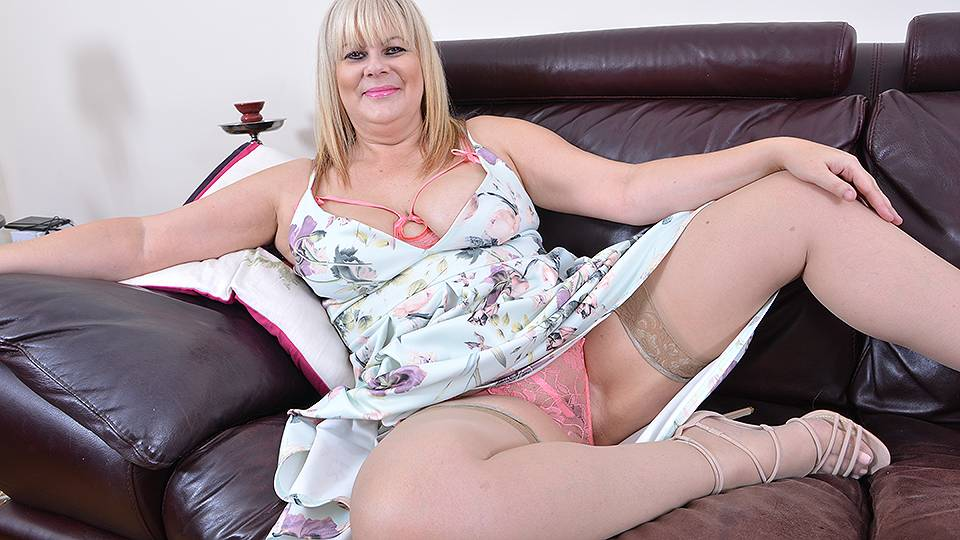 british chubby pussy play