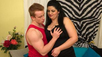 Chubby Housewife Doing Her Younger Loverboy - presnted by Mature.nl