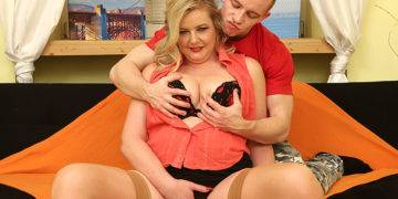 Chubby Mature Lady Having Fun With Her Toy Boy - presnted by Mature.nl