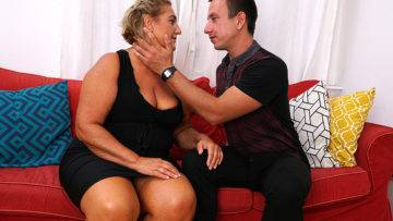 Chubby Mature Slut Fucking Her Toy Boy - presnted by Mature.nl