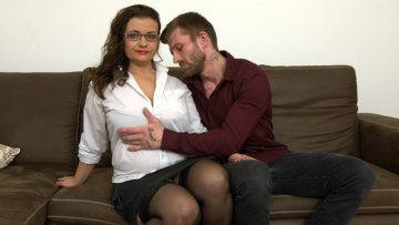 Curvy Big Breasted Housewife Fucking And Sucking Cock - presnted by Mature.nl