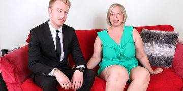 Curvy British Mature Lady Doing Her Toy Boy - presnted by Mature.nl