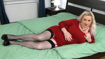 Curvy Elleanor With Her Big Boobs Is Horny As Hell - presnted by Mature.nl