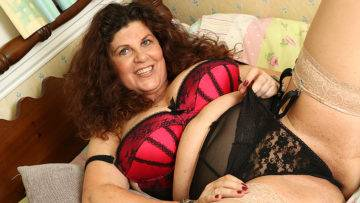 Curvy Gilly Samson Playing With Her Wet Pussy - presnted by Mature.nl