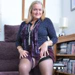 Curvy Housewife Shows Off Her Dirty Ways - presnted by Mature.nl