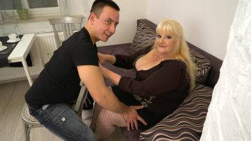 Curvy Mature Lady Fucking Hard With Her Younger Lover - presnted by Mature.nl