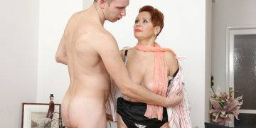 Curvy Mature Lady Sucking And Fucking Her Toy Boy - presnted by Mature.nl