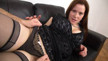Curvy Mom Fucking And Sucking Cock - presnted by Mature.nl