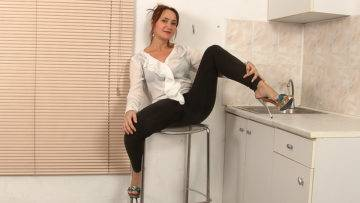 Hairy Housewife Getting Wet In Her Kitchen - presnted by Mature.nl