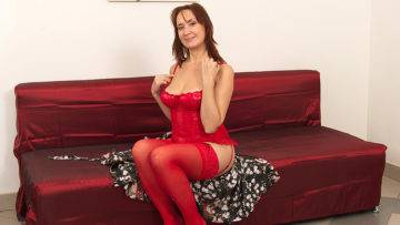 Hairy Housewife Getting Wet On Her Couch - presnted by Mature.nl