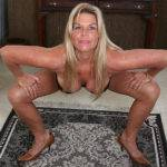 Horny American Housewife Playing With Her Pussy - presnted by Mature.nl