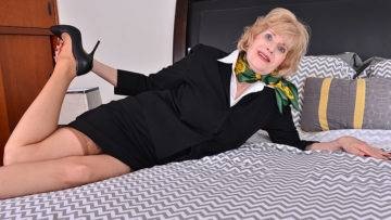 Horny American Mature Lady Playing With Her Toys - presnted by Mature.nl