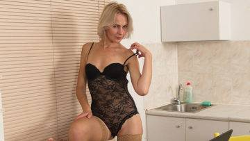Horny Blonde Houswife Loves A Big Cock - presnted by Mature.nl