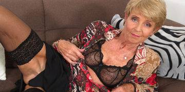 Horny Granny Playing With Her Wet Pussy - presnted by Mature.nl