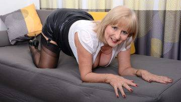 Horny Lorna Blu Gets Her Self Off With Her Toy - presnted by Mature.nl