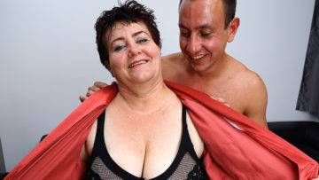 Horny Mature Bbw Getting Seduced In The Shower - presnted by Mature.nl