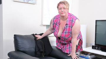 Horny Mature Bbw Playing With Herself - presnted by Mature.nl