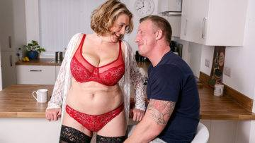 Horny Mature Camilla Fuckin And Sucking Her Date - presnted by Mature.nl