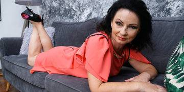 Horny Mature Cougar Going All The Way - presnted by Mature.nl
